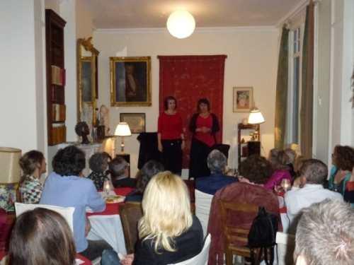 Público en sesión de cuentos para dultos